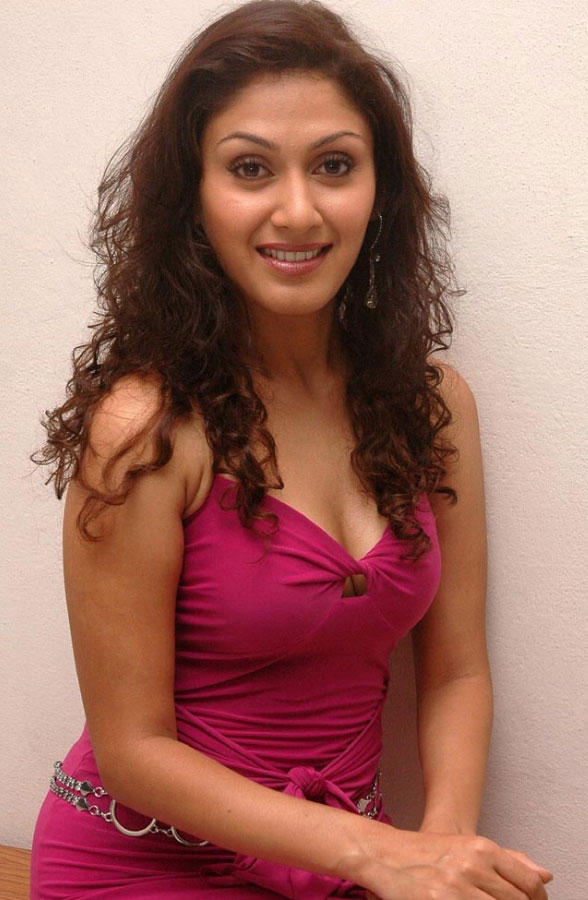 Manjari Phadnis Sizzling And Attractive Photo Still In Pink Dress