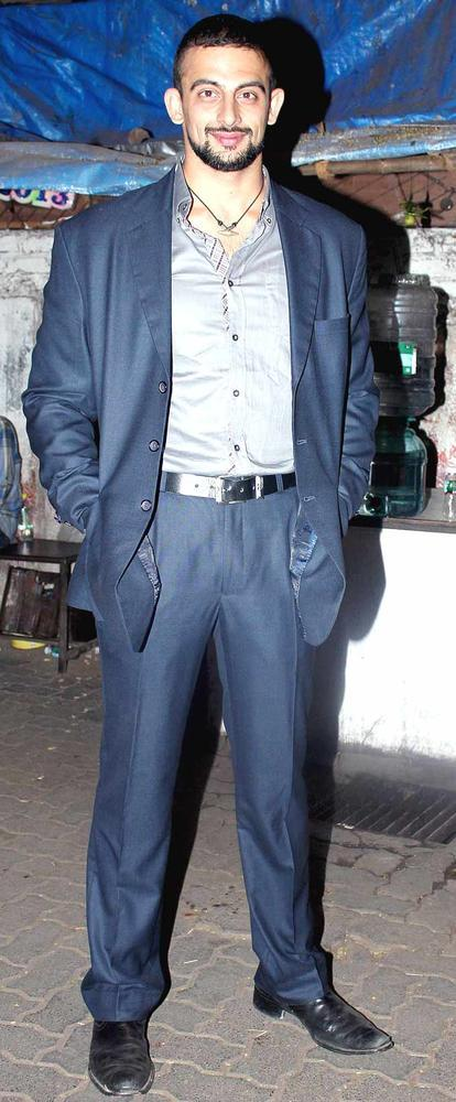 Arunoday Singh Looked Dashing In A Blue Suit At Shaad Alis Wedding Bash