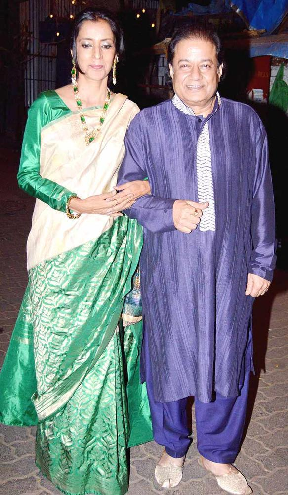 Singer Anup Jalota With Wife Medha Posed For Camera At Shaad Alis Wedding Bash