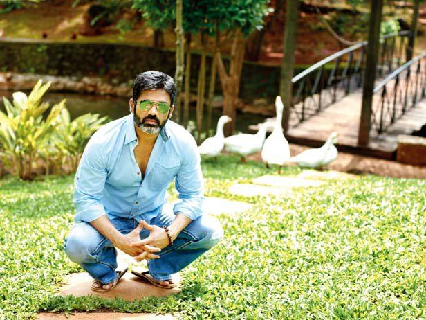 Suniel Shetty Cool Stylish Pose At His Bungalow In Khandala