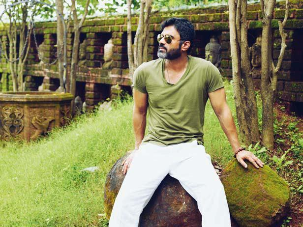 Suniel Shetty Posed At His Bungalow In Khandala