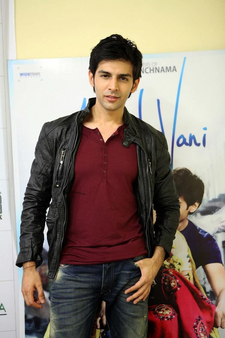 Kartik Tiwari Dashing Look Photo At The Akaash Vani Film Music Promotion
