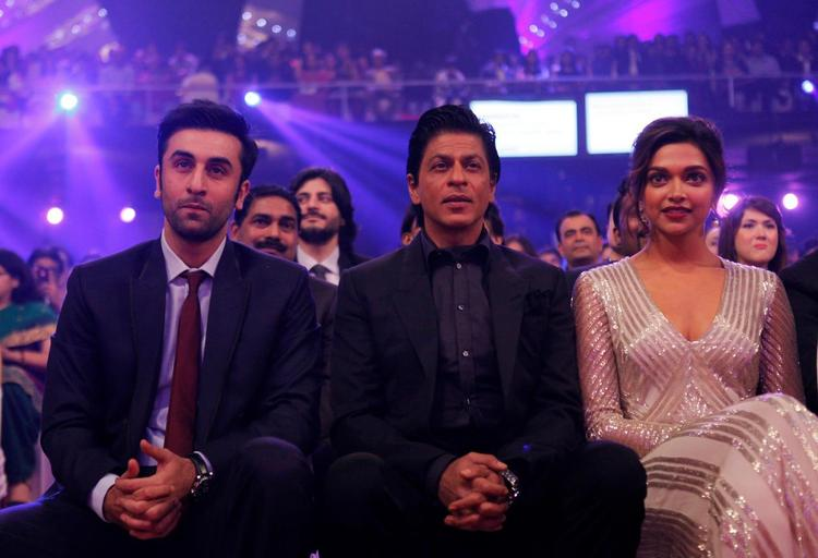 Ranbir,Shahrukh And Deepika Dashing Photo Clicked At The Zee Cine Awards 2013