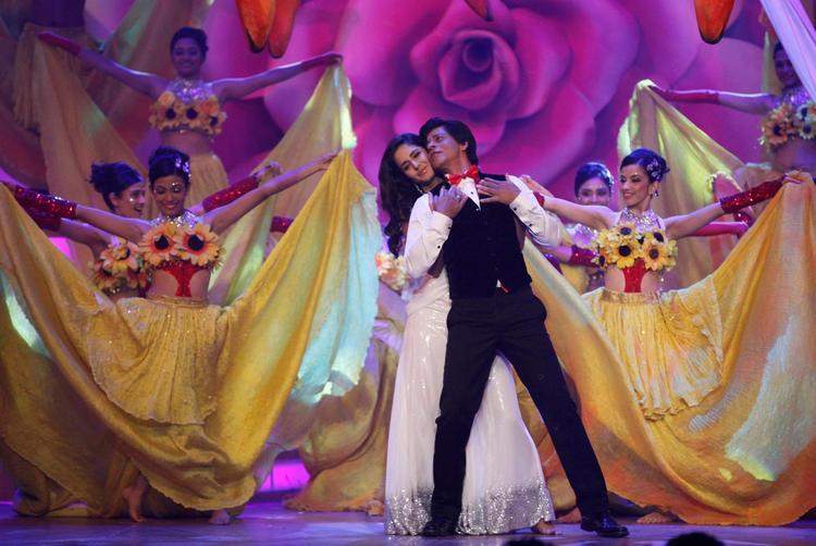 Shahrukh And Katrina Sizzling Performance At The Zee Cine Awards 2013