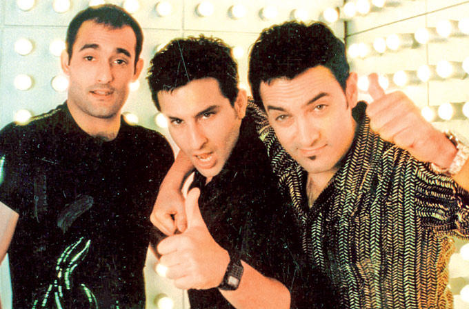 Aamir,Saif And Akshaye Nice Expression In Dil Chhata Hai Movie Song