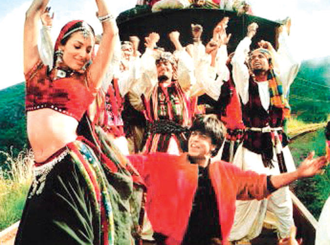 Malaika And Shahrukh  Dance On Train In Chaiyya Chaiyya From Dil Se