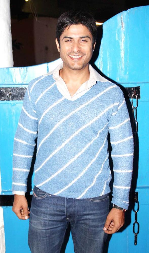Vikas Bhalla Cute Smiling Pose Photo Clicked At Dabboo Ratnanis Calendar Launch