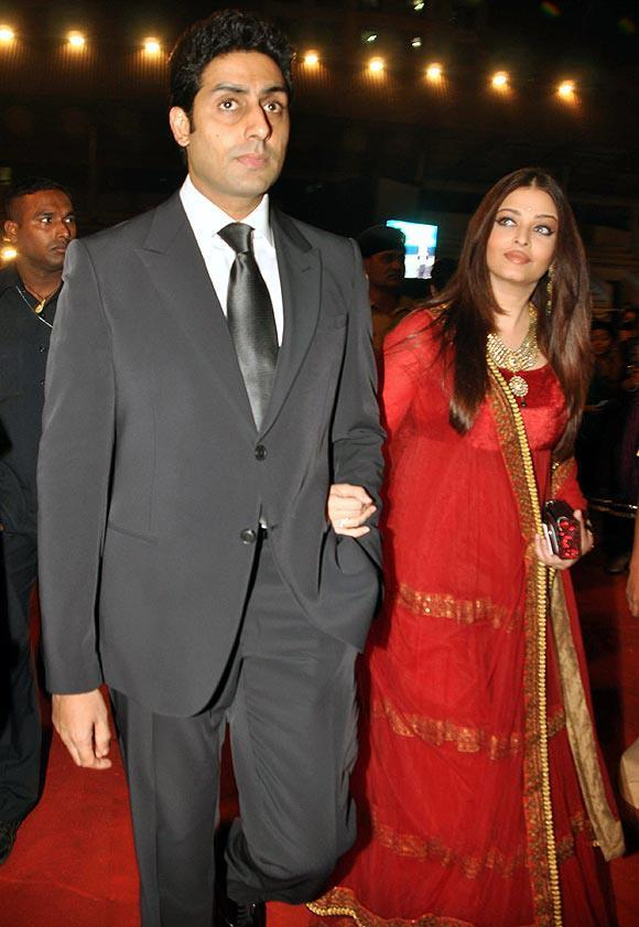 Abhishek And Aishwarya Looked Perfect In Suit And Long Gown At Umang Police Show 2013