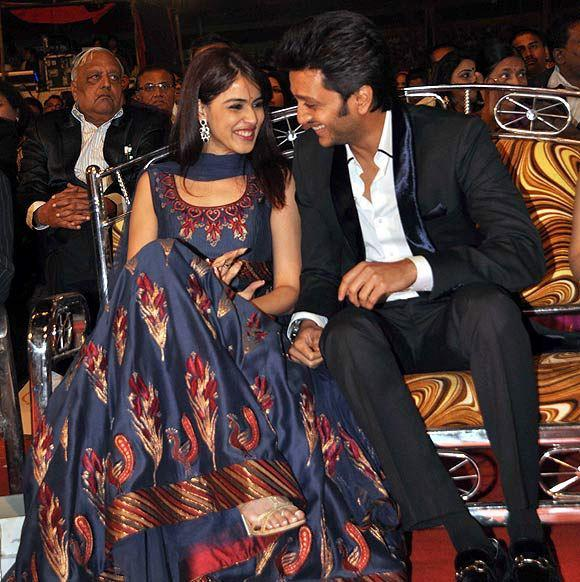Genelia With Ritesh The Gorgeous Couple Present At Umang Police Show 2013
