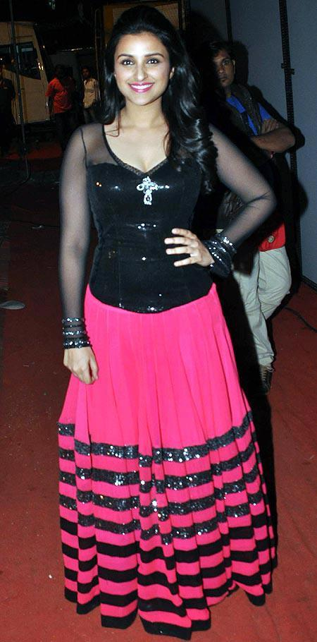 Parineeti Sizzling Beauty Pose For Camera At Umang Police Show 2013