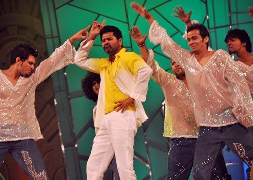 Prabhu Deva Rocking Dance Performance At Umang Police Show 2013