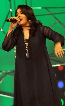 Sunidhi Chauhan Perform A Song At Umang Police Show 2013