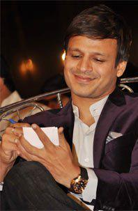 Vivek Oberoi Autographed Photo Clicked At Umang Police Show 2013