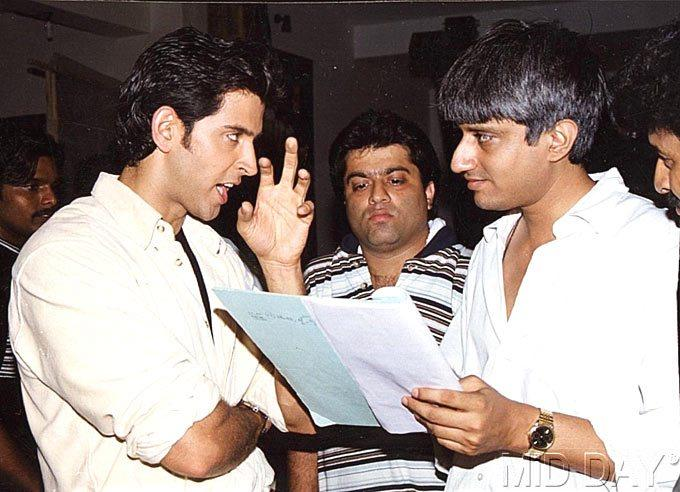 Director Vikram Bhatt Briefs Hrithik On A Set