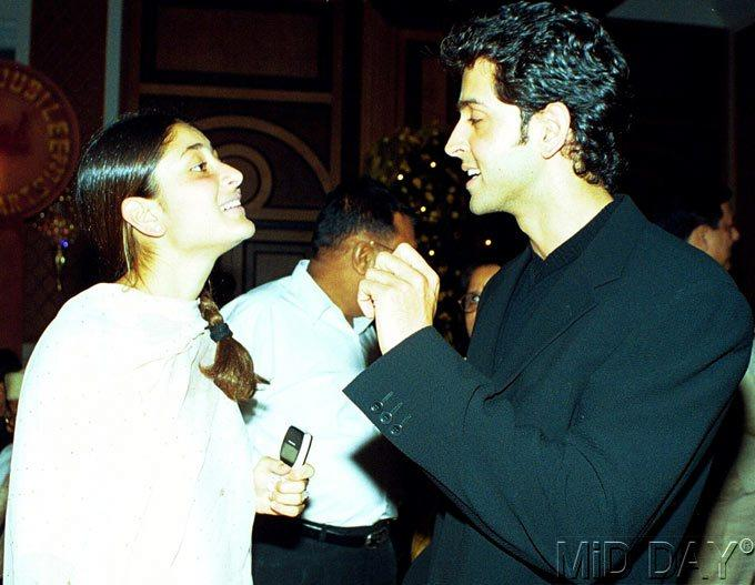 Hrithik With Kareena Chatting Still