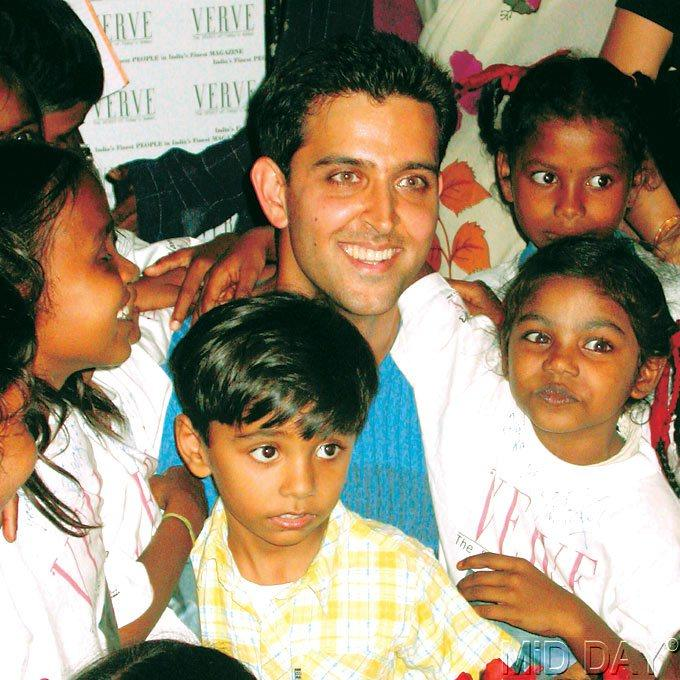 Hrithik Smiling Pose With NGO Kids At Film City