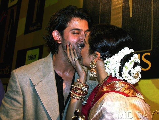 Rekha Kisses Hrithik Nice Still