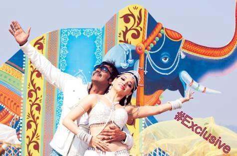 Ajay And Tamanna Dancing Still From Himmatwala Movie