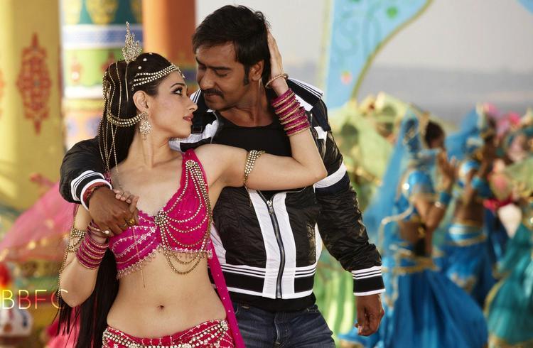 Ajay And Tamanna Dancing In Tathaiya Tathaiya Song Still From Himmatwala Movie