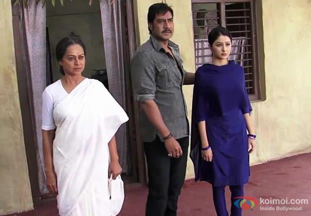 Ajay And Tamanna Nice Look Still From Himmatwala Movie