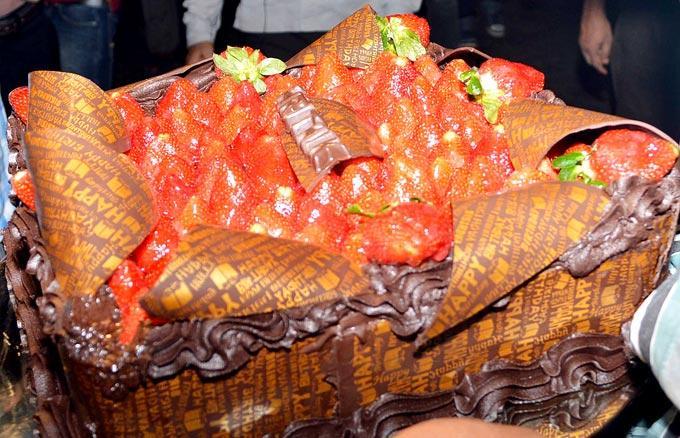 Hrithik Roshans Birthday Cake Photo Clicked On His Birthaday
