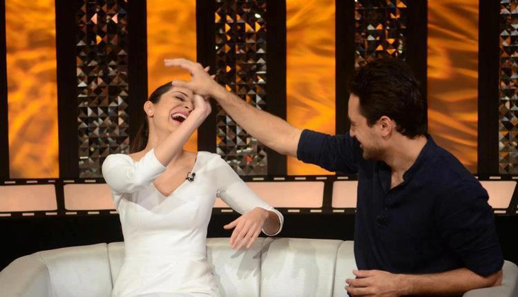 Imran Khan And Anushka Sharma Cool Enjoying Still On The Front Row Show