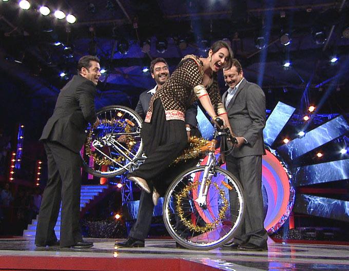 Photos Of Salman Khan Fun Moments On Bigg Boss 6 | Memsaab com