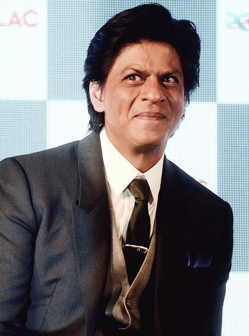 Shahrukh Khan Dashing Look In A Suit At The Nerolac Paint The Change Initiative Event