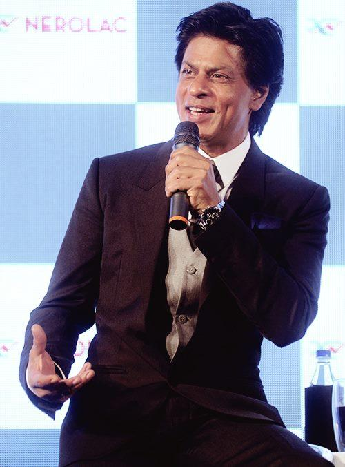 Shahrukh Spotted At The Nerolac Paint The Change Initiative Event