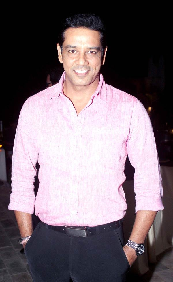 Anoop Soni Flashes A Smiling Pose At Ranjeet And Wife Nazneen Dinner Party