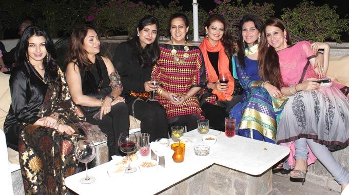 Bhagyashree,Naazneen And Other Guests Clicked Cool Pose At Ranjeet And Wife Nazneen Dinner Party