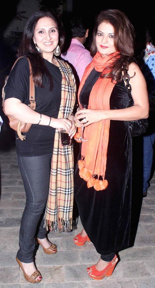 Juhi Babbar Dazzles At Ranjeet And Wife Nazneen Dinner Party