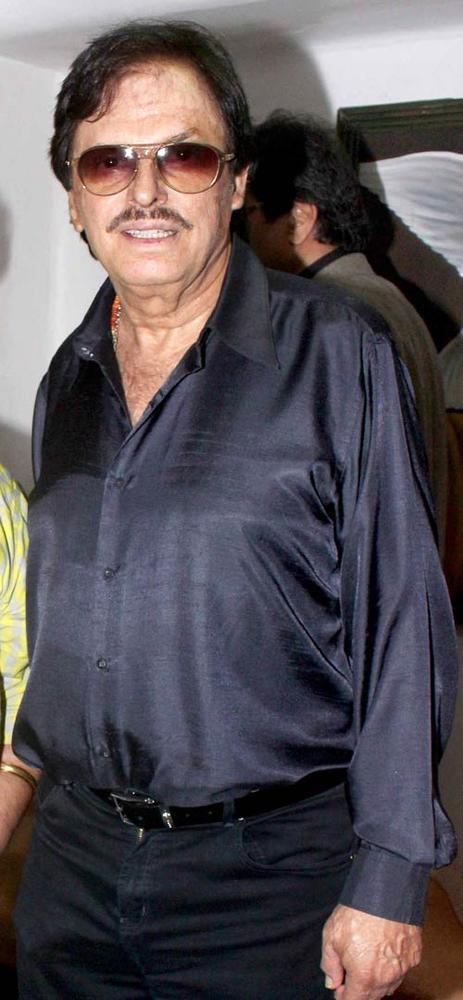 Sanjay Khan Nice Look Pose At Ranjeet And Wife Nazneen Dinner Party