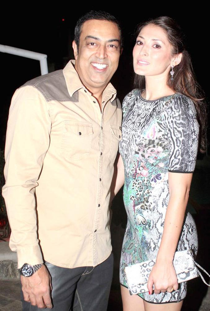 Vindoo Dara Singh Smiling Pose At Ranjeet And Wife Nazneen Dinner Party