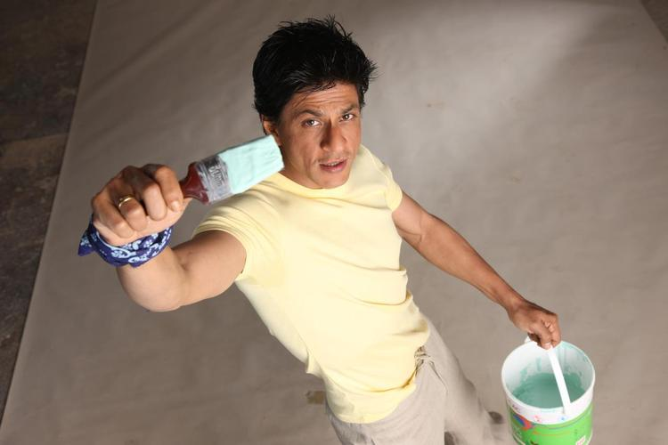 Shahrukh Khan With Paint Brush Photo Shoot For Nerolac Paint Ad