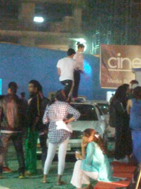 Shaharukh On A Car Roof At 19th Annual Colors Screen Awards Rehearsals