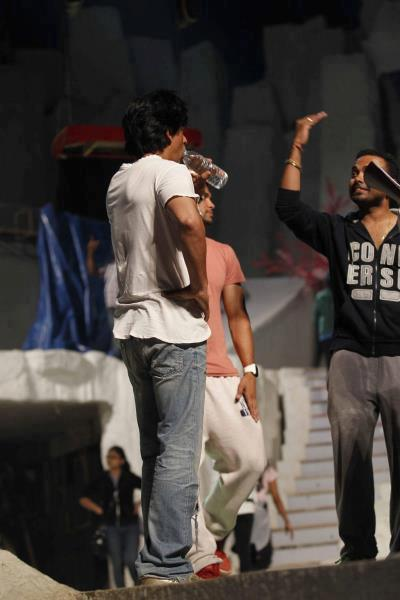 Shaharukh Photo Clicked During Rehearsals At 19th Annual Colors Screen Awards