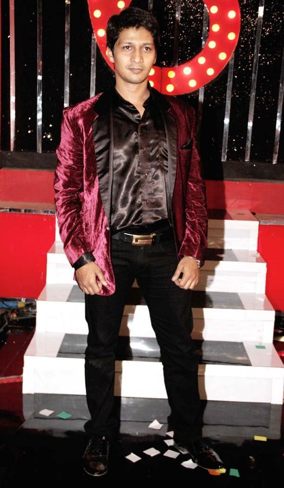 Kashif Posed For Camera At Bigg Boss 6 Grand Finale