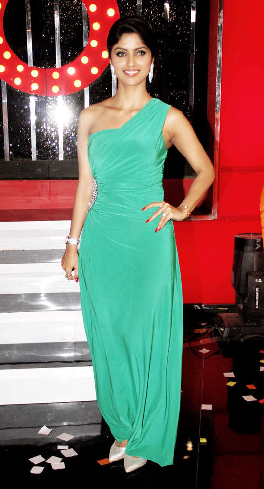 Sayantani Spicy Look Pose For Camera At Bigg Boss 6 Grand Finale
