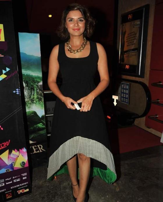 Aashka Goradia Sexy Look Pose At The Screening Of Dehradun Diary