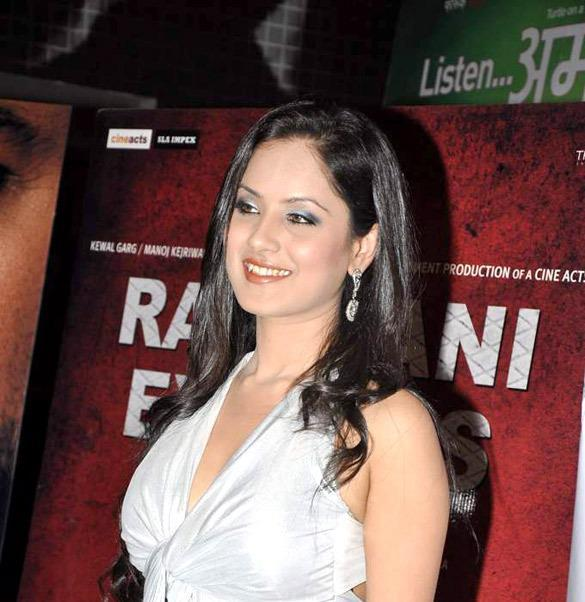 Puja Bose Smiling Photo Clicked At The Premiere Of The Film Rajdhani Express