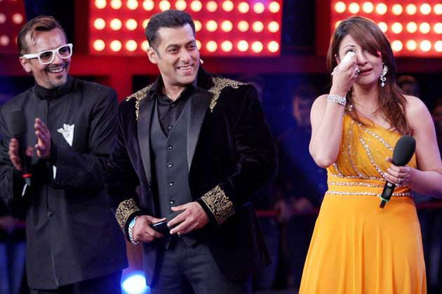 Salman With Imam And Urvashi Mixed Expression Photo Clicked At Bigg Boss 6 Grand Finale