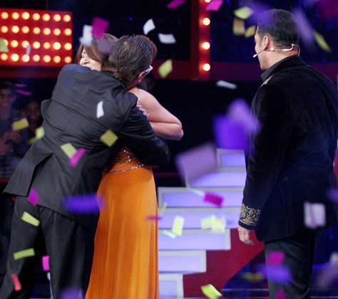 Urvashi And Imam Huged Where Salman Gives A Look At Bigg Boss 6 Grand Finale