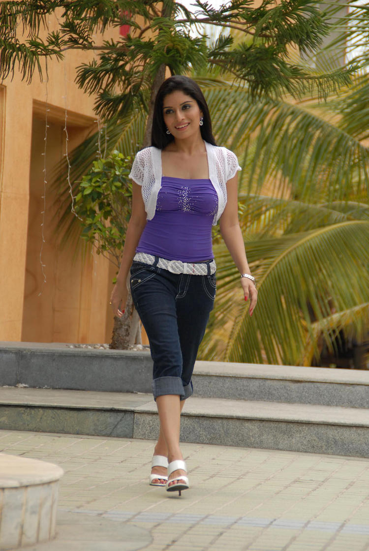 Kriti Kharbanda Stylish Walking Photo From Kannada Movie Galate