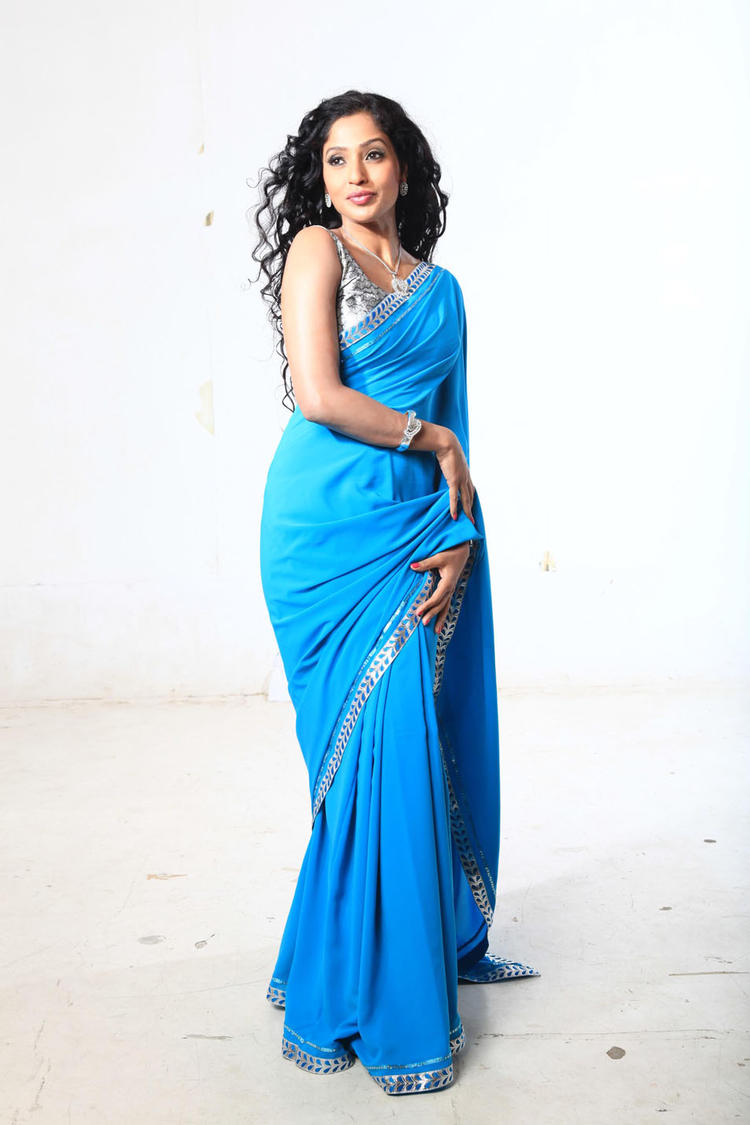 Nisha Shetty Stunning Look Photo In A Blue Saree From Kannada Movie Galate