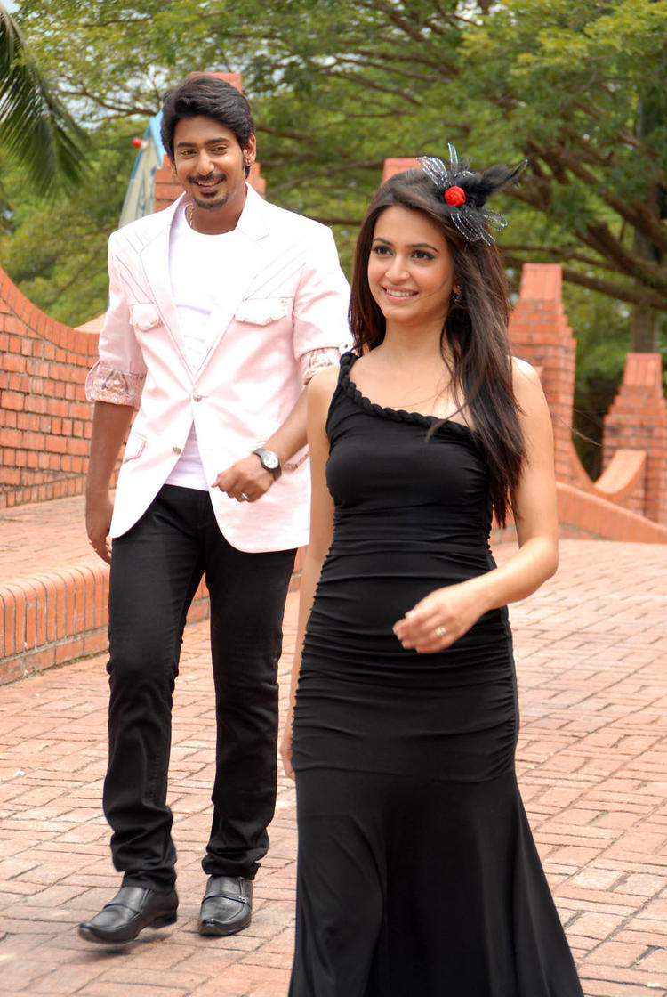 Prajwal And Kriti Sizzling And Attractive Photo From Kannada Movie Galate