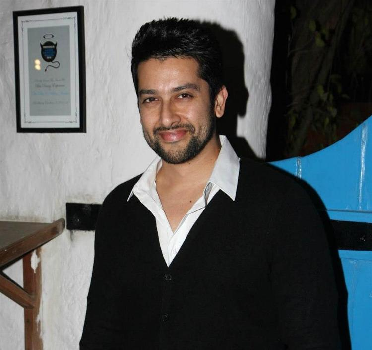 Aftab Kiileer Smiling Photo Clicked At Dabboo Ratnanis 2013 Calendar Launch