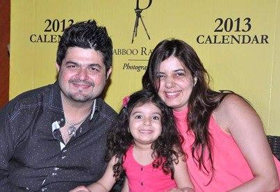 Dabboo With Manisha And Daughter Smiling Pose Photo At His 2013 Calendar Launch