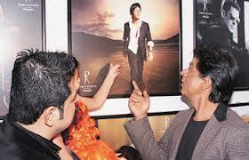 Shahrukh With Dabboo Shows Of His Photograph At Dabboo Ratnanis 2013 Calendar Launch