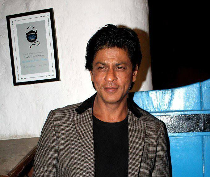 Shahrukh Pose For Camera At Dabboo Ratnanis 2013 Calendar Launch